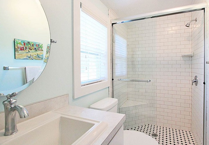 Blue Crab Cottage bathroom