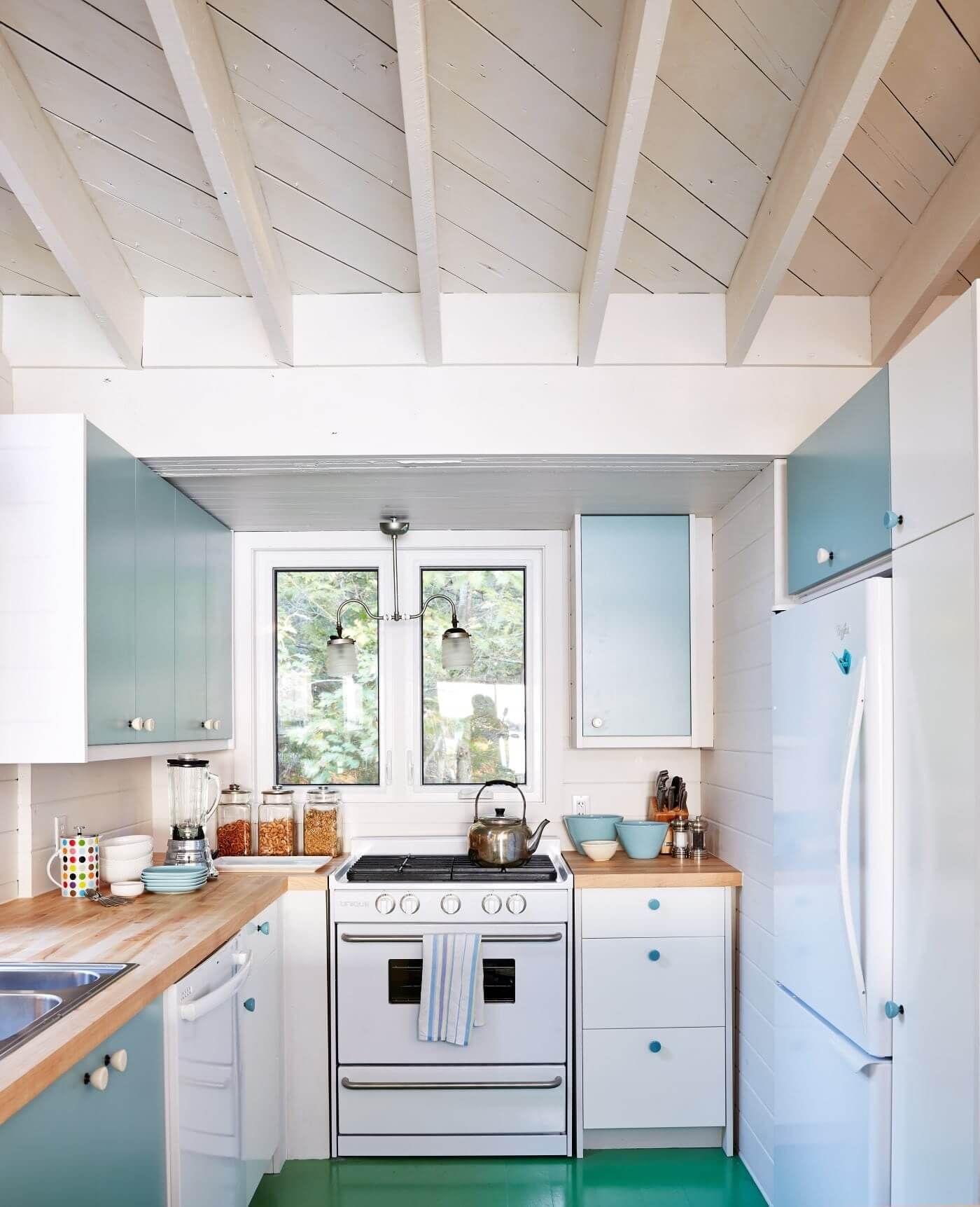 23 Best Cottage Kitchen Decorating Ideas And Designs For 2020: Best Coastal Kitchens: Get Beach Themed Kitchens Decor
