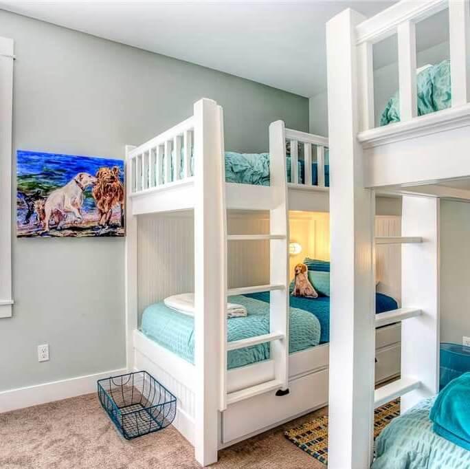 Ocean Tails Bunk Room