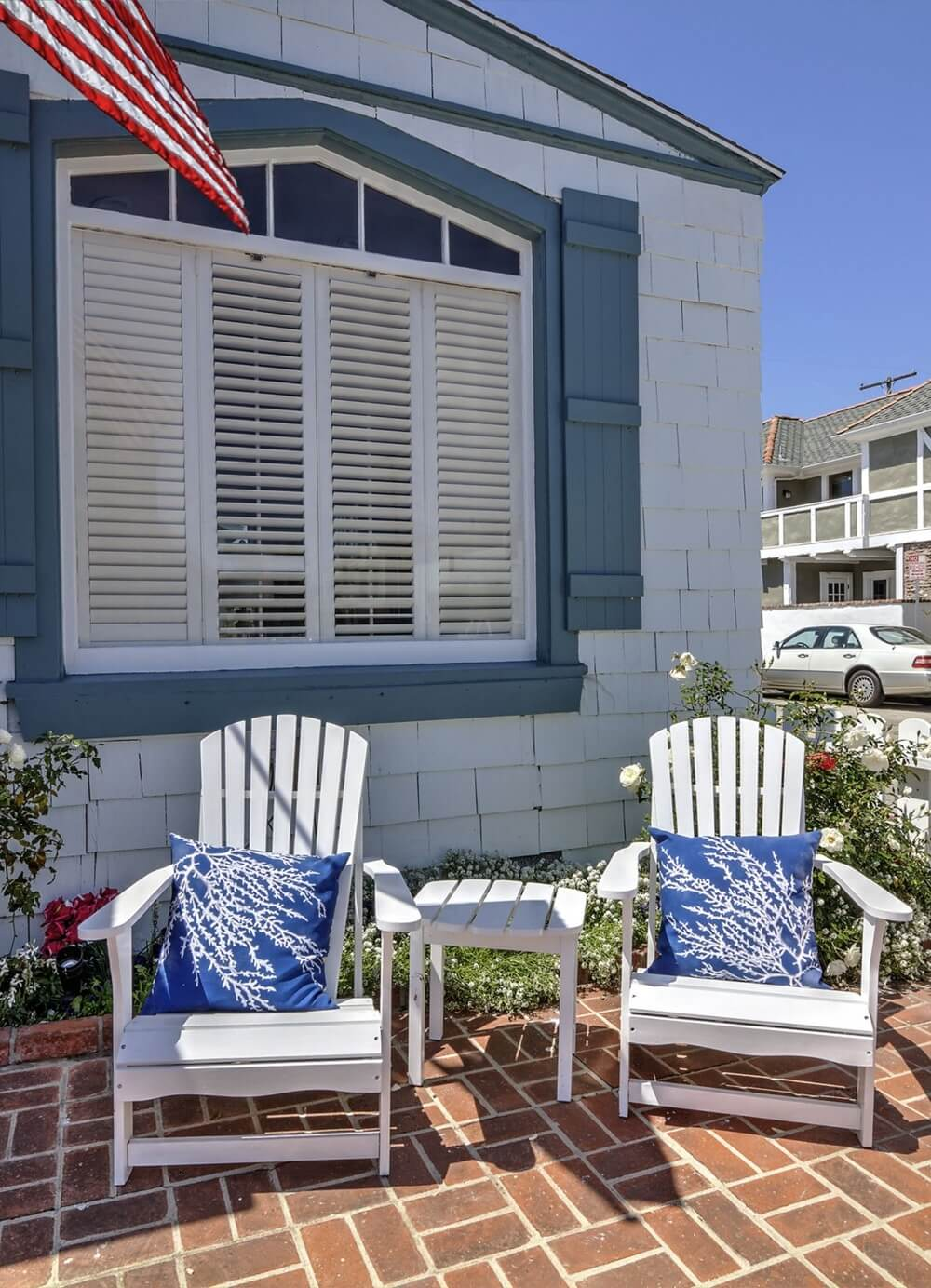 Charming Balboa Island Outside Seating area