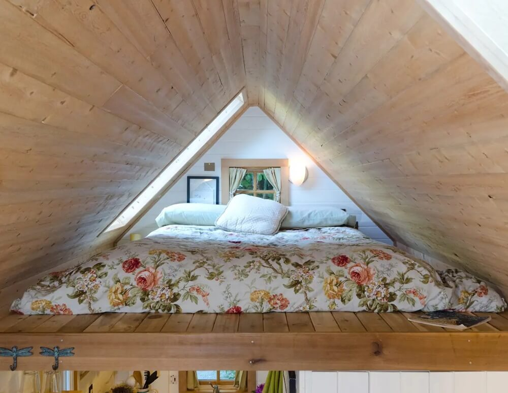 Olympia Tiny Beach House Sleeping loft