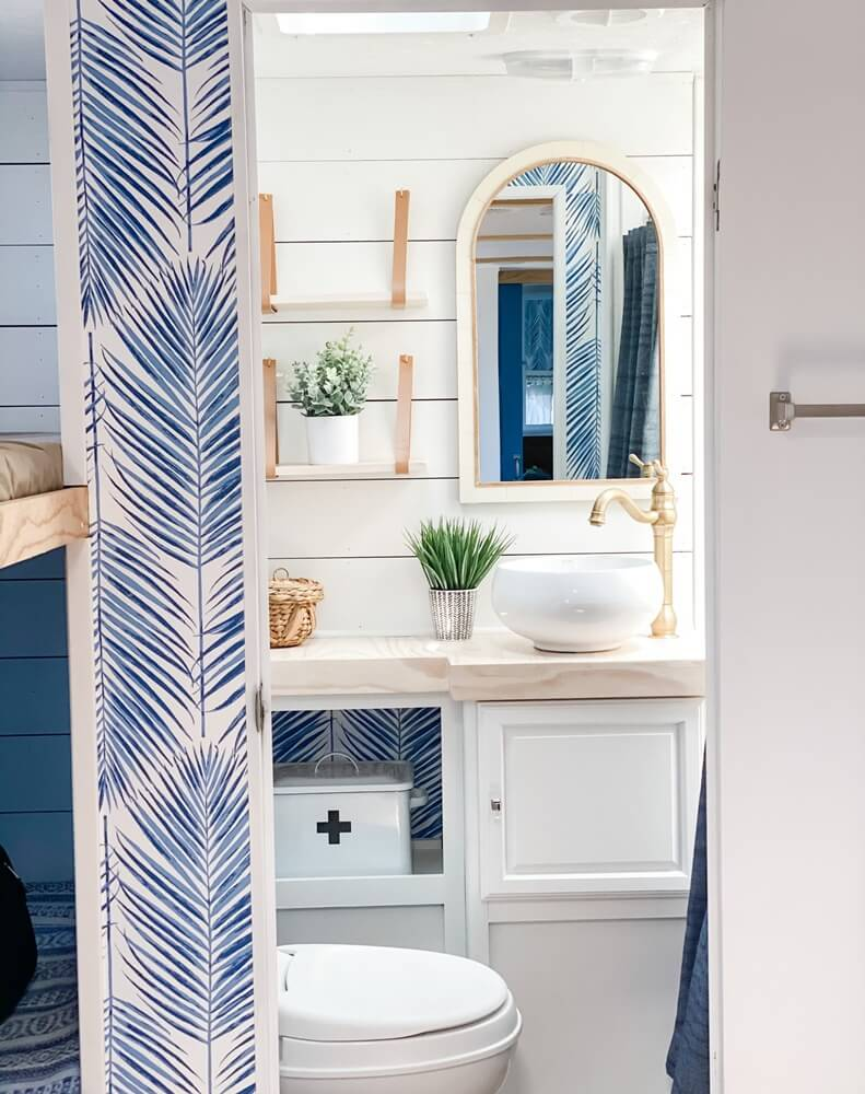 Four Winds Budget Vacation Home Bathroom