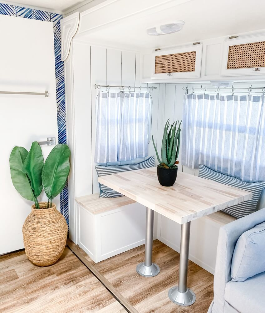 Four Winds Budget Vacation Home Dining Nook