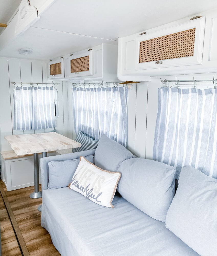 Four Winds Budget Vacation Home Living Area Sofa